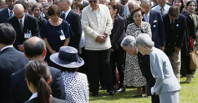 Emperor Akihito honors Japanese war dead in Philippines