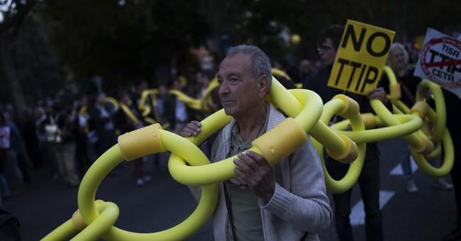 Hundreds in Madrid protest US-Europe, Canada-EU trade deals