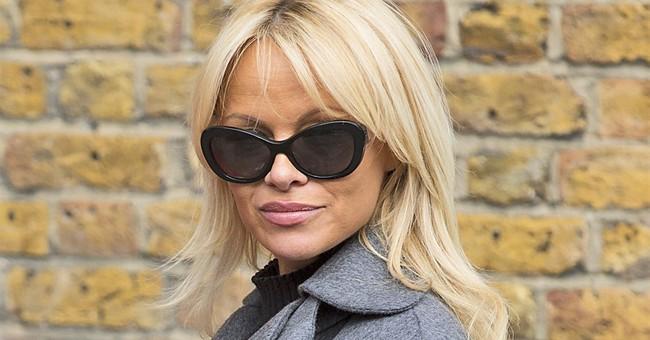 Pamela Anderson's present for Julian Assange: Vegan meal