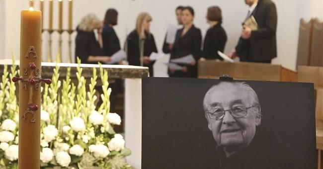 Hundreds in Warsaw bid farewell to filmmaker Andrzej Wajda