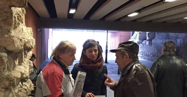 Hungary: Suspended reporters help magazine sold by homeless