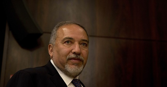 Israel defense chief gives interview to Palestinian daily