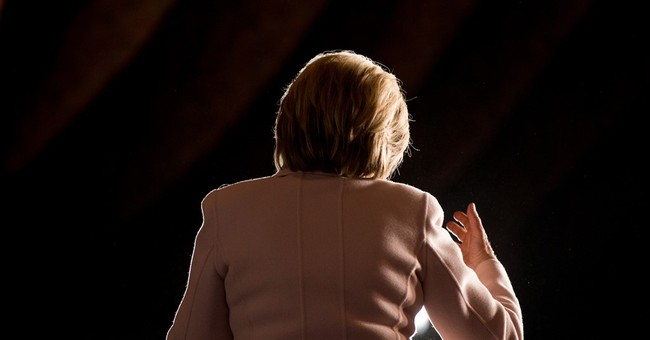 Clinton campaigns with Giffords, focuses on gun control
