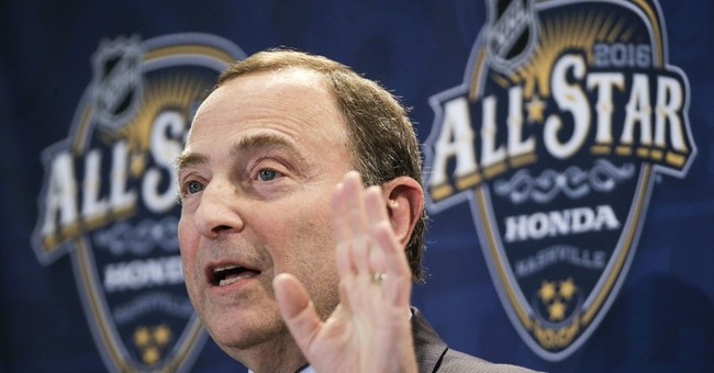 NHL Commissioner Gary Bettman signed contract through 2022