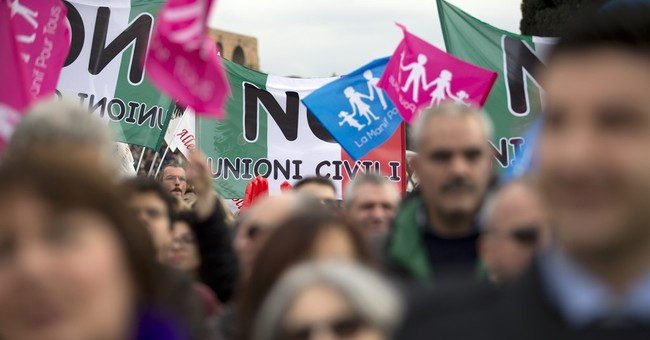 Thousands protest Italy plan to permit same-sex unions
