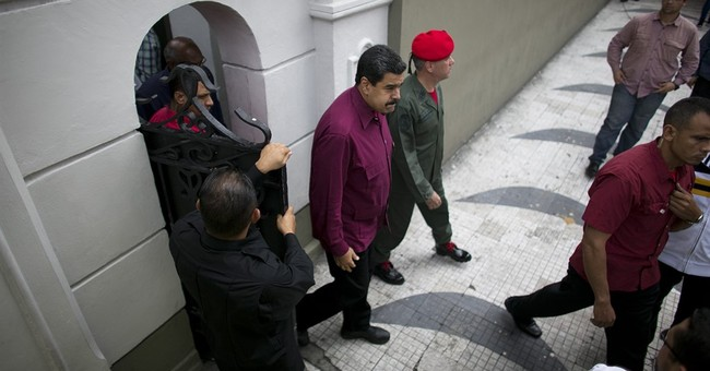 Top court ruling attempts to quiet Venezuela birther debate