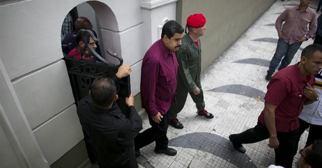 Top court ruling attempts to quiet Venezuela birther debate