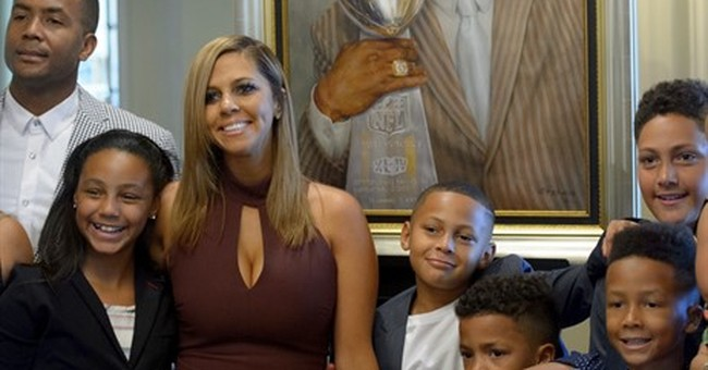 Wife of late Will Smith speaks at Saints HOF induction