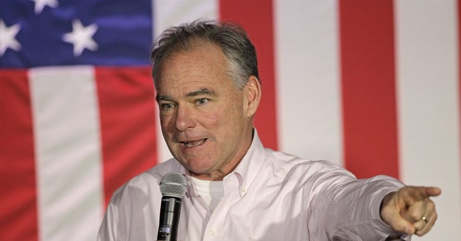Tim Kaine puts his Spanish to good use on the trail