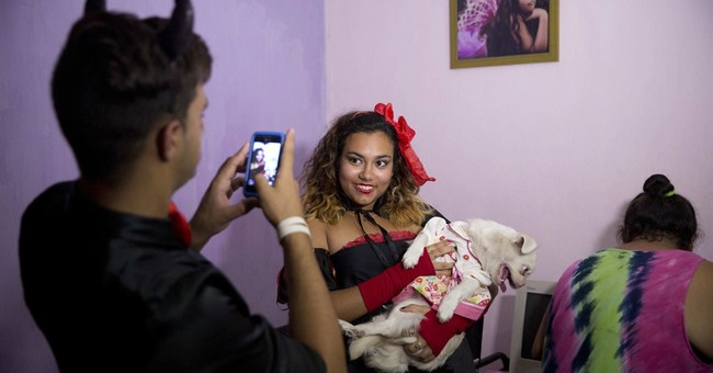 Halloween parties become a new trend for young Cubans