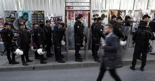 Turkey detains opposition newspaper editor, columnists
