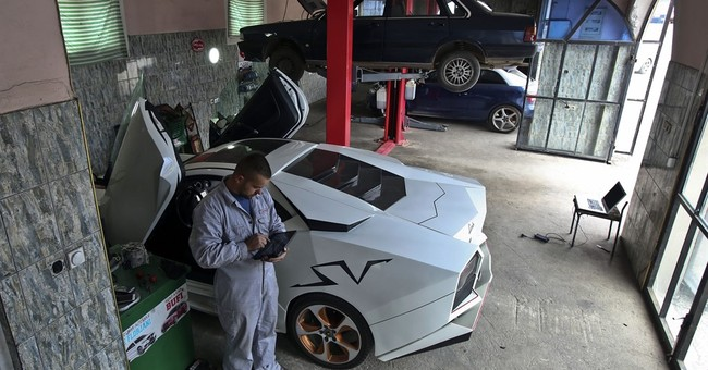 Kosovan sports car enthusiast builds a Lamborghini replica