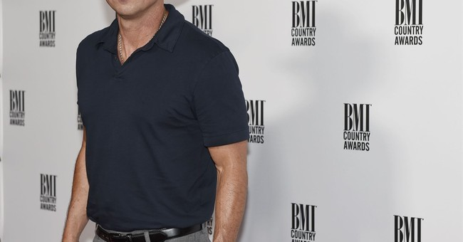 Country star Kenny Chesney honored with 1st of 2 awards
