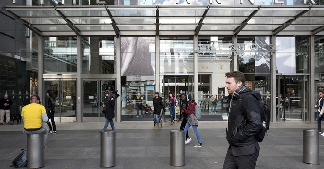 Time Warner 3Q results top Street; raises outlook