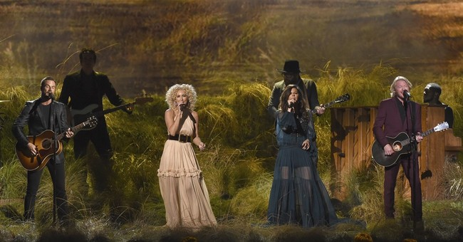 Beyonce, baseball and Dolly _ key moments at the CMA Awards