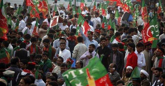Pakistan: Thousands attend Imran Khan's 'thanksgiving rally'