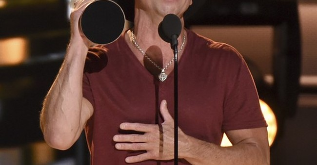 Complete list of winners at the CMA Awards