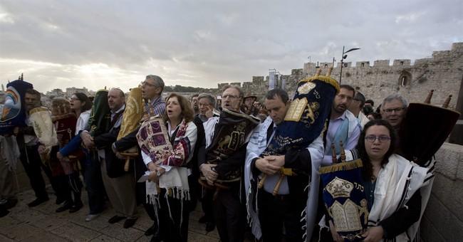 Despite Israeli PM's plea, liberal Jews protest at holy site