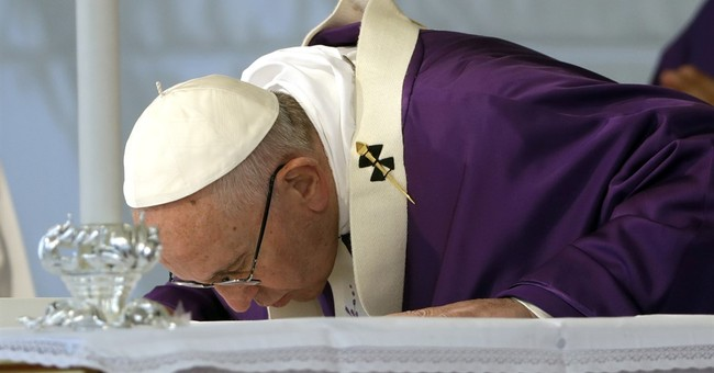 Pope denounces violence in God's name in interfaith meeting