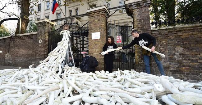 Demonstrators in London protest Aleppo attacks