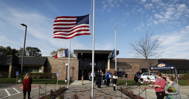 Judge found Iowa police slaying suspect hit, exploited mom