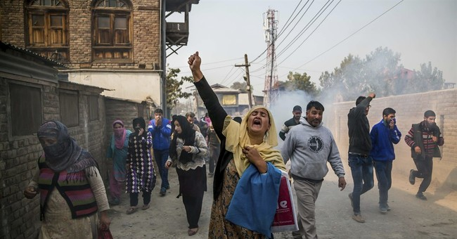 Thousands in Kashmir hide from crackdown, some in orchards