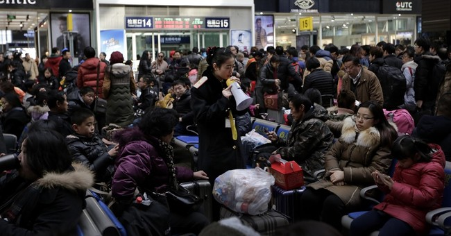 Snow strands travelers at start of Chinese New Year getaway