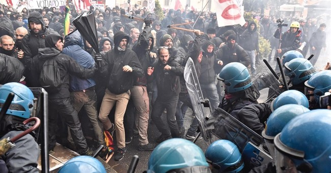 Florence police use tear gas to quell anti-govt protesters