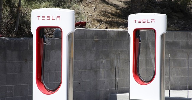 Tesla to end unlimited free use of supercharging stations