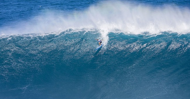 Surf's up! Women compete for 1st time in big-wave contest