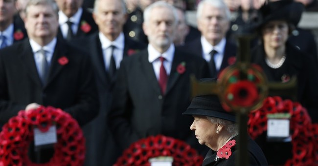 Queen leads UK in honoring war dead on Remembrance Sunday