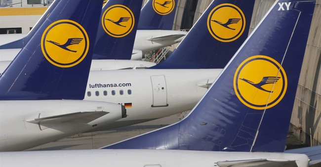 Lufthansa pilots' union threatens strike in dispute over pay