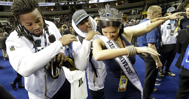 Panthers, Broncos meet reporters at Super Bowl media circus