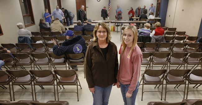 AP PHOTOS: Iowans gather to caucus, make pick for president