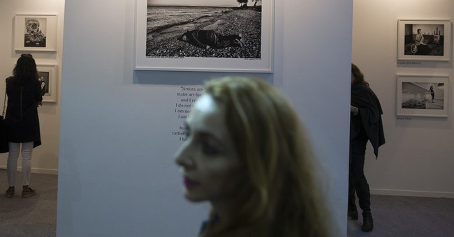 Chinese artist imitates photo of Syrian toddler on the beach