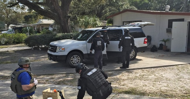 Federal agents report finding 8 pipe bombs in man's home