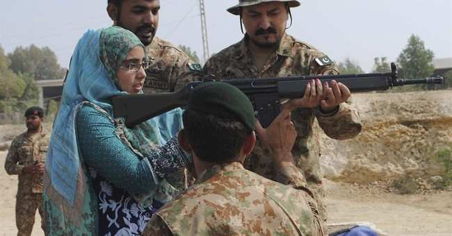 Pakistan PM, army chief watch military drill at India border