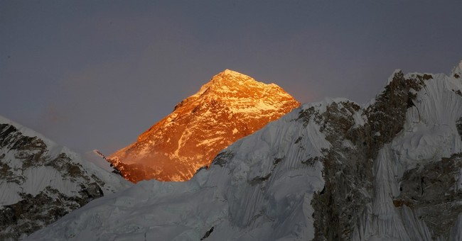 Indian police suspend 2 officers for fake Everest claim