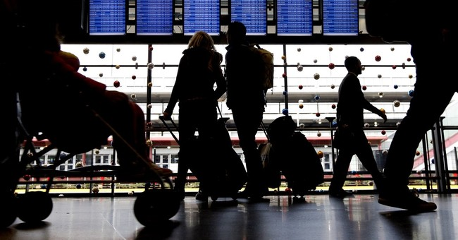 Hundreds of O'Hare airport workers vote to strike