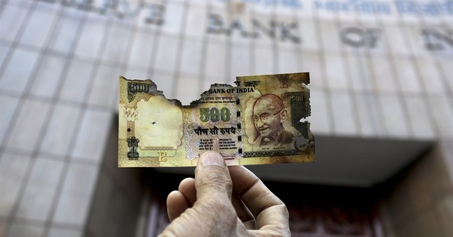 """The effects of India's currency reform? """"Chaos"""" say analysts"""