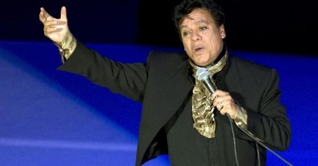 Presenter errs with Juan Gabriel's first Latin Grammy Award