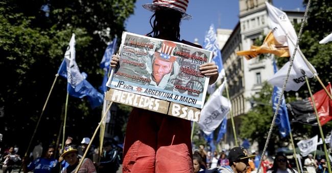 Argentines protesters demand law to fight growing poverty