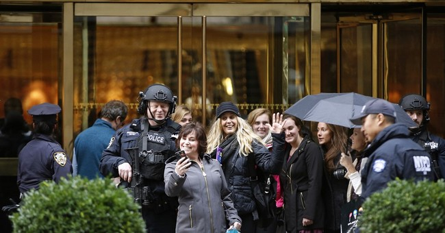 Selfie tower: Trump's home becomes NYC's hottest backdrop