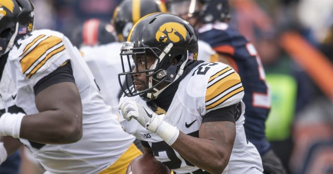 Iowa and Daniels overcome wind, cold and the Illini, 28-0