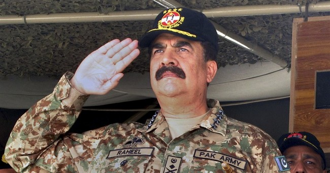 Pakistani army chief visits troops ahead of his retirement