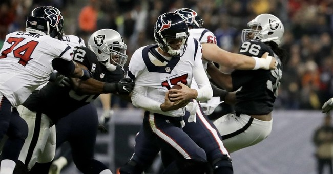 Carr helps Raiders rally past Texans 27-20 in Mexico City