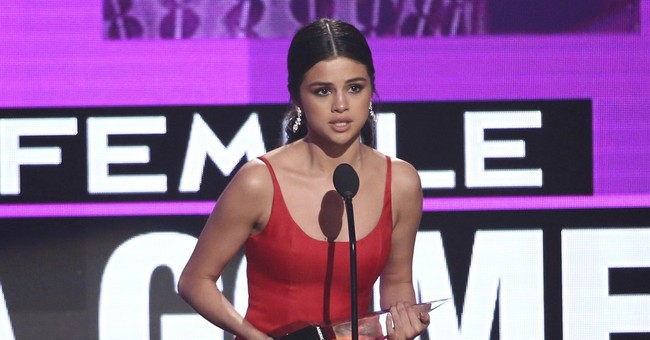 Selena Gomez opens up during American Music Awards win