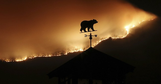 Southern wildfires continue spread as arson probes launched