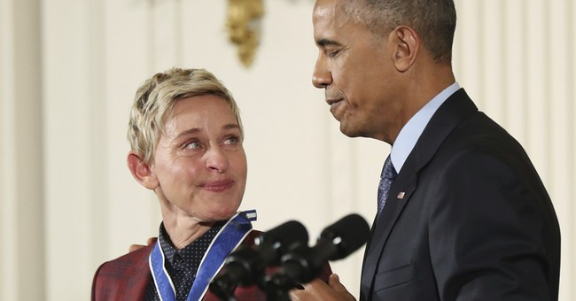 Lack of ID delays Ellen's entry into White House for award