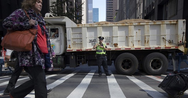 Tons of security: Dump trucks protect NY Thanksgiving parade
